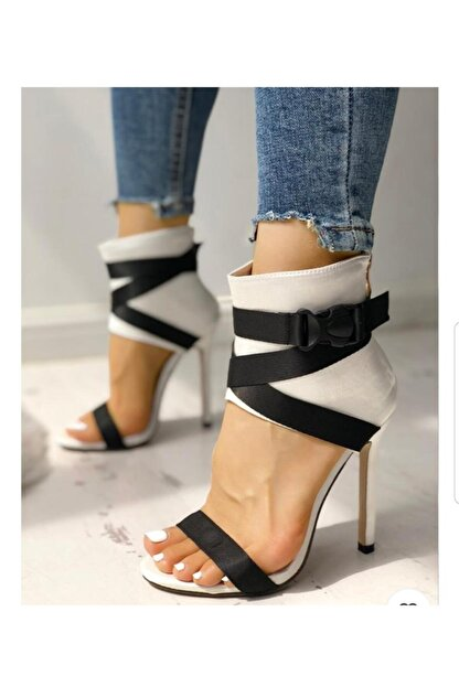 TANEM ÇELİK Kadın Beyaz Siyah Erica Kemerli İnce Topuklu Ayakkabı