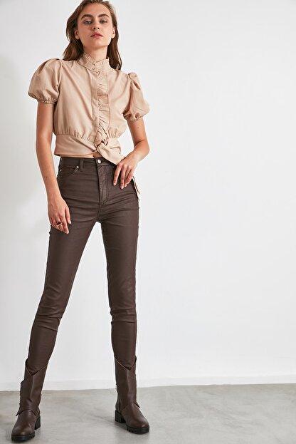 TRENDYOLMİLLA Koyu Kahverengi Kaplamalı Yüksek Bel Skinny Jeans TWOAW21JE0349