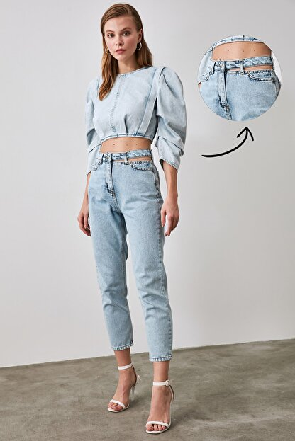TRENDYOLMİLLA Mavi Cut Out Detaylı Yüksek Bel Mom Jeans TWOAW21JE0268