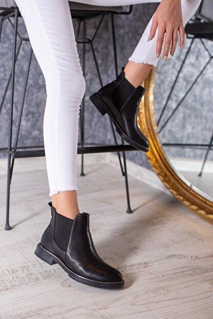DİVOLYA Kadın Siyah Melly Yanı Lastikli Cilt Kısa Topuklu Günlük Bot