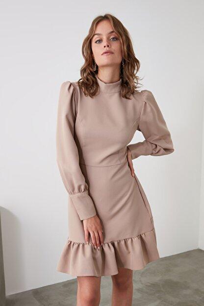 TRENDYOLMİLLA Vizon Dik Yaka Volanlı Elbise TWOAW21EL1816