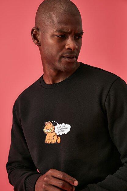 TRENDYOL MAN Siyah Erkek Lisanslı Regular Fit Sweatshirt