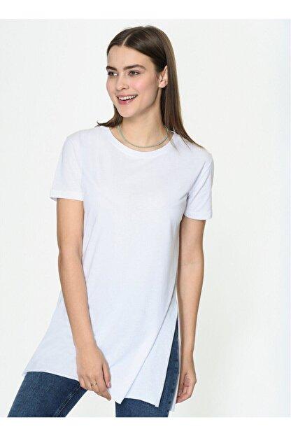 IŞILDA Kadın Beyaz Yanları Yırtmaçlı Kısa Kol Basic Tshirt