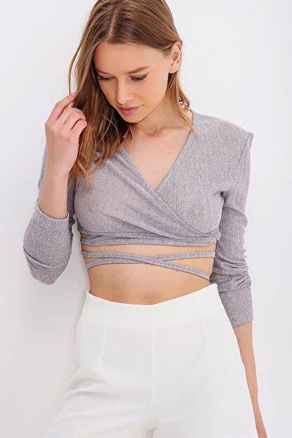 Trend Alaçatı Stili Kadın Gri Kruvaze Yaka Bağlamalı Crop Bluz ALC-X6059