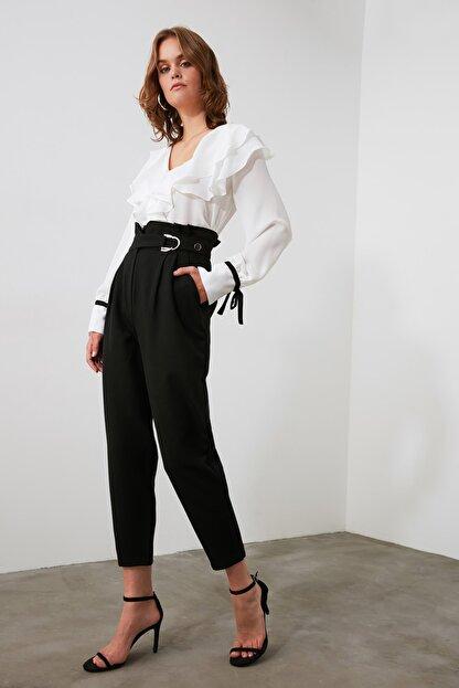 TRENDYOLMİLLA Siyah Toka Detaylı Pantolon TWOAW20PL0466