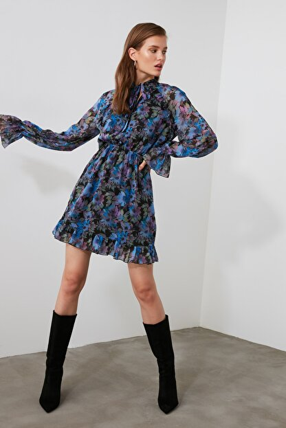 TRENDYOLMİLLA Çok Renkli Desenli Fular Yaka Elbise TWOAW21EL1664