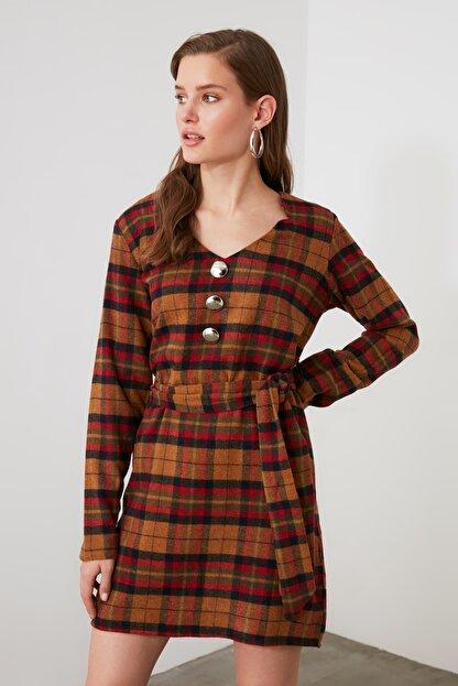 TRENDYOLMİLLA Çok Renkli Kuşaklı Kareli Elbise TWOAW21EL1752