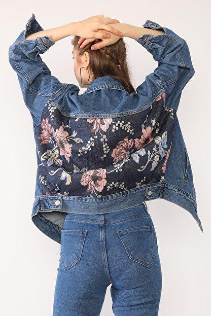 Darkly Jeans Kadın Mavi Arkası Çiçek Desenli Oversize Denim Ceket