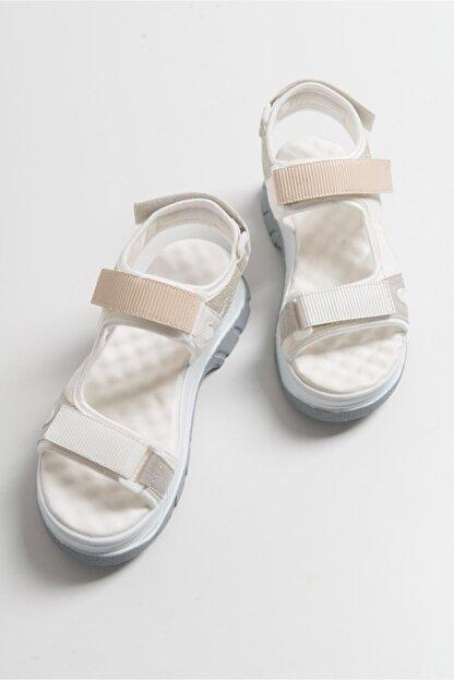 LuviShoes Kadın Beyaz Rugan Sandalet