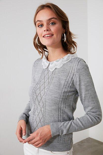 TRENDYOLMİLLA Gri Dantel Detaylı Triko Bluz TWOAW21BZ0808