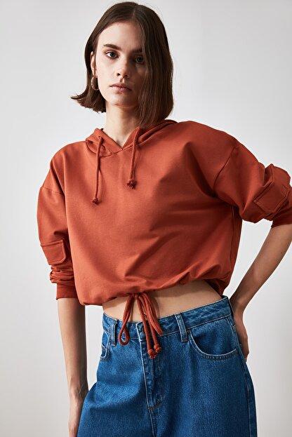 TRENDYOLMİLLA Tarçın Cep Detaylı  Basic Örme Sweatshirt TWOAW20SW0188