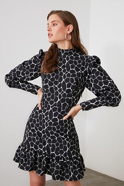 TRENDYOLMİLLA Siyah Dik Yaka Desenli Elbise TWOAW21EL1817