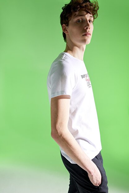 Defacto Erkek Beyaz Baskılı Slim Fit Bisiklet Yaka Pamuklu Tişört