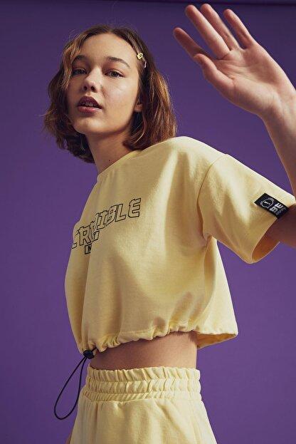 Defacto Coool Slogan Baskılı Beli Bağcıklı Kısa Kollu Crop Tişört