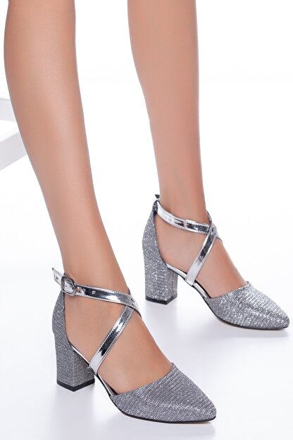 Miss Nysa Kadın Platin Bilekten Çapraz Bağlamalı Simli Topuklu Ayakkabı