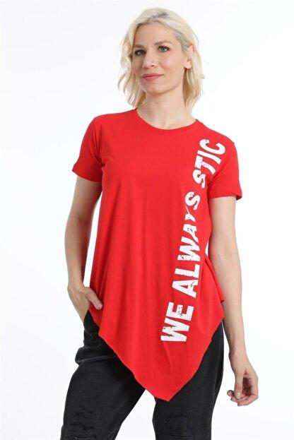 ZİNCiRMODA Kadın Kırmızı Asimetrik Kesim Baskılı Tshirt