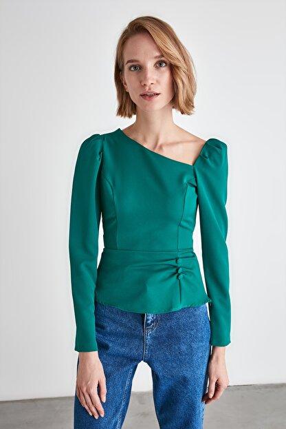 TRENDYOLMİLLA Zümrüt Yeşili Düğme Detaylı Bluz TWOAW21BZ0958
