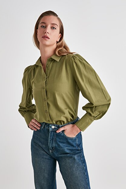 TRENDYOLMİLLA Yeşil Manşet Detaylı Gömlek TWOSS20GO0065
