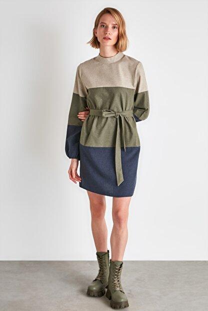 TRENDYOLMİLLA Çok Renkli Kuşaklı Elbise TWOAW21EL2074
