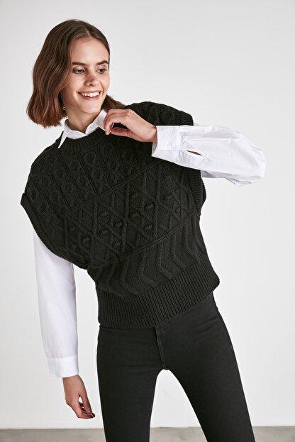 TRENDYOLMİLLA Siyah Örgü Detaylı Triko Bluz TWOAW21BZ0447