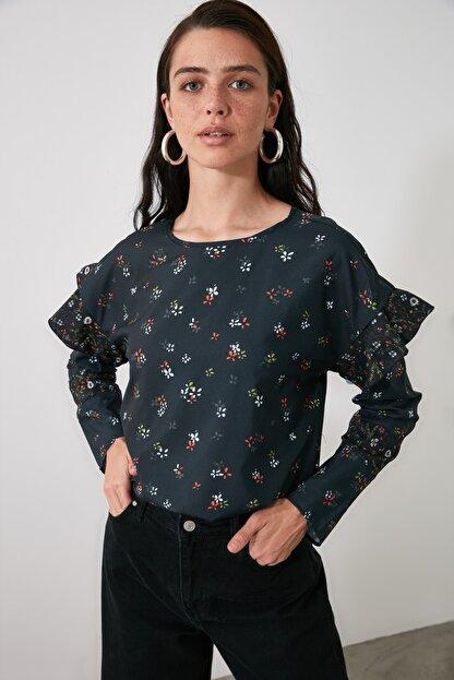 TRENDYOLMİLLA Siyah Sırt Detaylı Bluz TWOAW21BZ0987