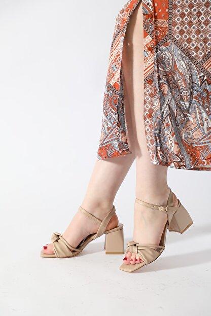 ALTINAYAK Kadın Ten Burgi Bant Detay Kare Kalıp Sandalet