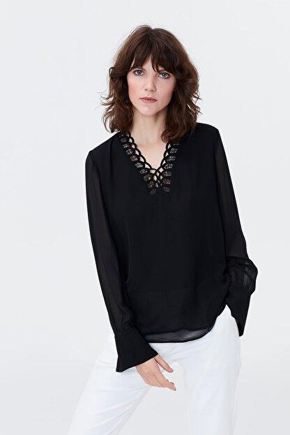 İpekyol Kadın Siyah Yaka Detaylı Şifon Bluz IS1190006125001