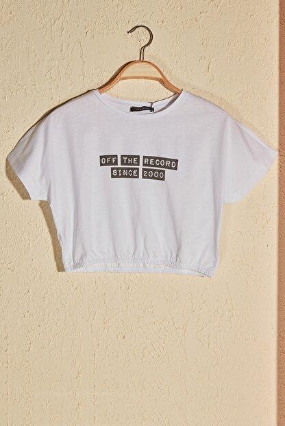 TRENDYOLMİLLA Beyaz Büzgülü Crop Örme T-Shirt TWOSS20TS1368