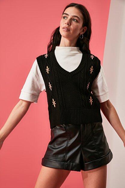 TRENDYOLMİLLA Siyah Nakışlı Triko Süveter Bluz TWOAW21BZ1561