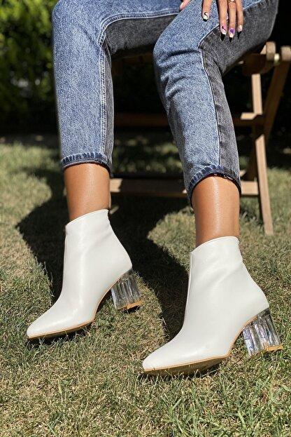 İnan Ayakkabı Kadın Beyaz Cilt Sivri Burun Ortadan Dikiş Ve Şeffaf Topuk Detaylı Bot 20120MHM