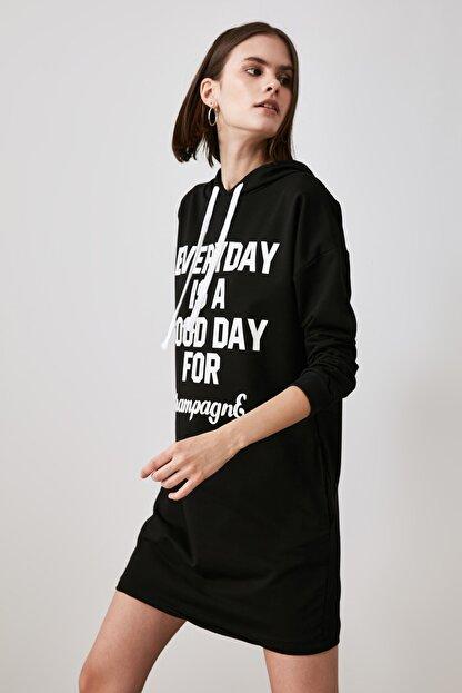 TRENDYOLMİLLA Siyah Baskılı Sweat Örme Elbise TWOAW21EL1283