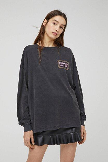 Pull & Bear Kadın Siyah Uzun Kollu Soluk Efektli Sweatshirt