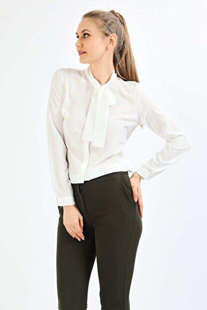 Pera Kadın Beyaz Fular Gömlek