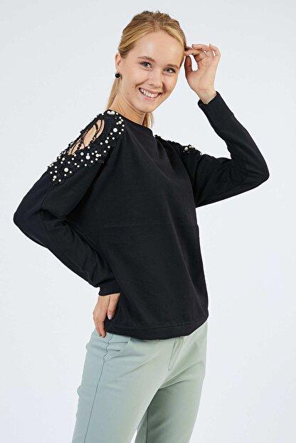 Pera Omuz Detaylı Siyah Bluz