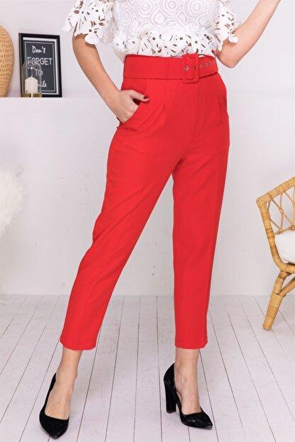 Stock Kemerli Havuç Pantolon Kırmızı Kemerli Havuç Pantolon