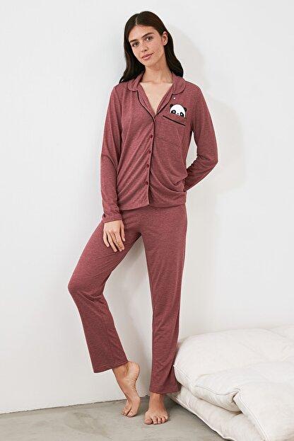 TRENDYOLMİLLA Bordo Panda Baskılı Örme Pijama Takımı THMAW21PT0245