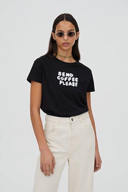 Pull & Bear Kadın Kontrast Sloganlı Siyah T-Shirt - %100 Organik Pamuklu 04240310