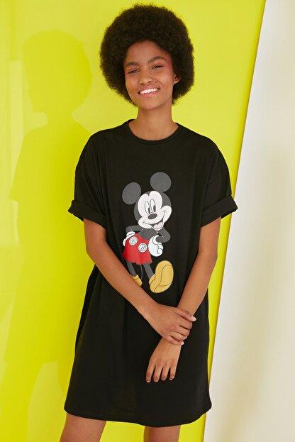 TRENDYOLMİLLA Siyah Mickey Mouse Lisanslı Baskılı Örme Elbise TWOSS21EL0103
