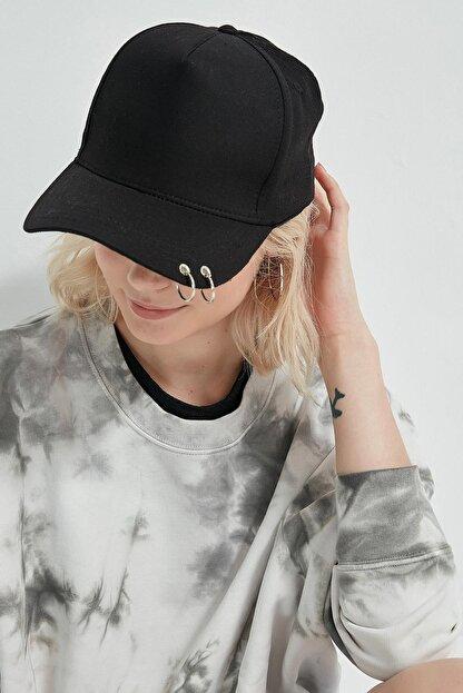 Y-London 13263 Siyah Piercingli Şapka