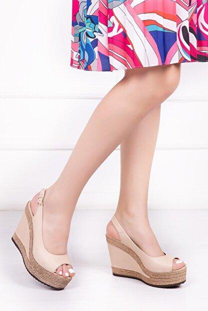 Deripabuc Hakiki Deri Bej Kadın Dolgu Topuklu Deri Sandalet Dp42-0760