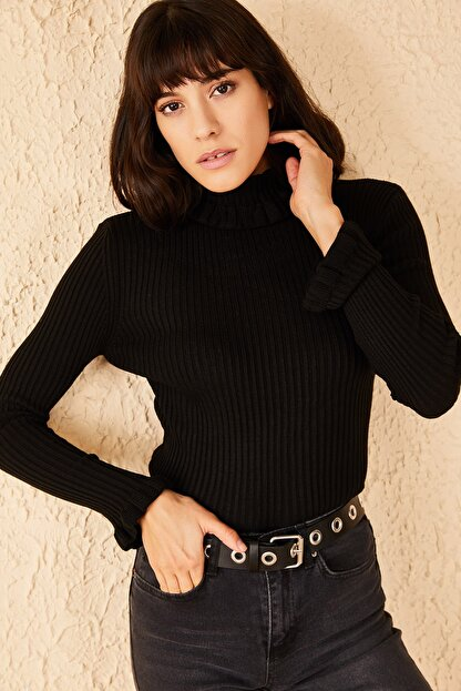 Bianco Lucci Kadın Siyah Yakası Ve Kolları Fırfırlı Triko Bluz