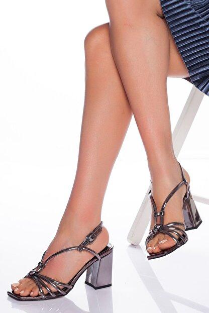 derithy Kadın Platin Klasik Topuklu Ayakkabı