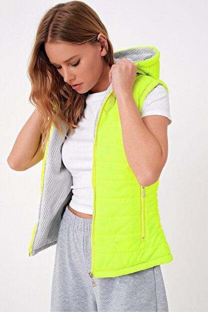 Trend Alaçatı Stili Kadın Neon Yeşili Termal İç Astarlı Şişme Yelek Mont ALC-X5008