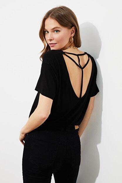 TRENDYOLMİLLA Siyah Sırt Detaylı Örme T-Shirt TWOSS20TS0881