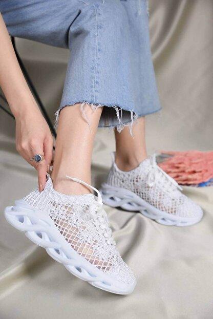 Beyond  Kadın Beyaz Dantelli Bağcıklı Yumuşak Ortopedik Taban Sneaker