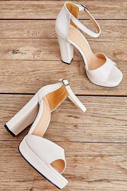 Bambi Beyaz Kadın Açık Ayakkabı L0674001509