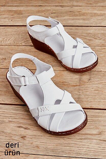 Bambi Beyaz Kadın Sandalet L0809708403