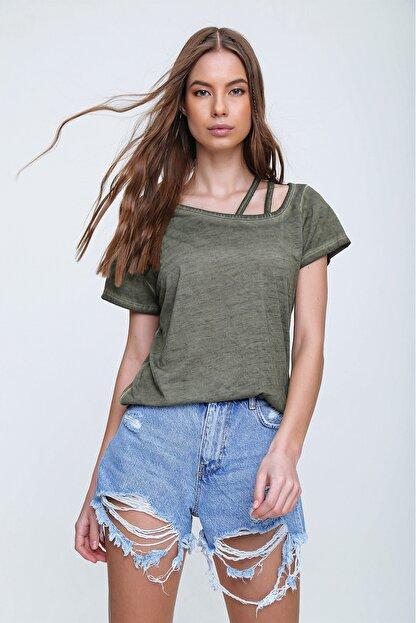 Trend Alaçatı Stili Kadın Haki Askı Detaylı Yıkamalı T-Shirt MDA-1124
