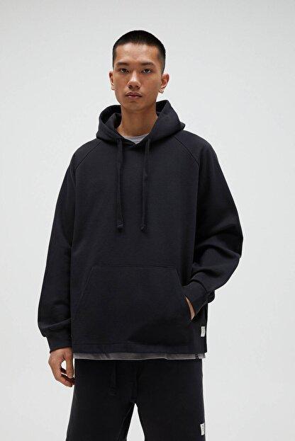 Pull & Bear Erkek Siyah Basic Comfort Fit Kapüşonlu Sweatshirt - En Az %75 Organik Pamuklu 04592900
