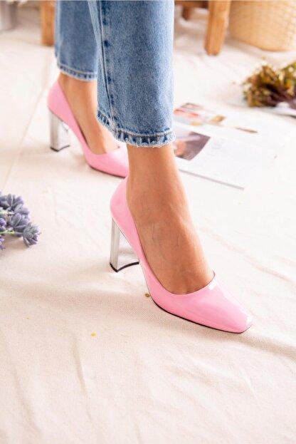 Jilberto Kadın Pembe Parlak Rugan Topuk Detaylı Ayakkabı